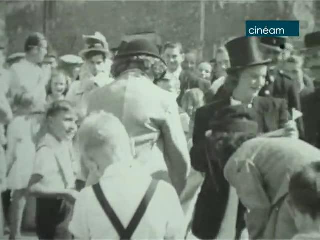 Fête du 14 Juillet 1947 à Saint-Escobille ; Baignade à Trouville