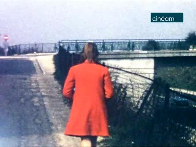 Vacances au Pays basque ; Un manteau rouge à l'Oly